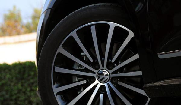 大众帕萨特轮胎规格 轮胎规格235/45 r18(采用三种轮胎品牌)