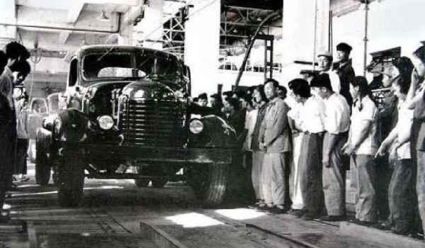 中国的第一辆汽车品牌是什么
