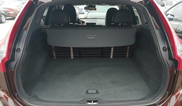 沃尔沃xc60车身尺寸多少 乘坐/存储空间实测(定位是中型suv)